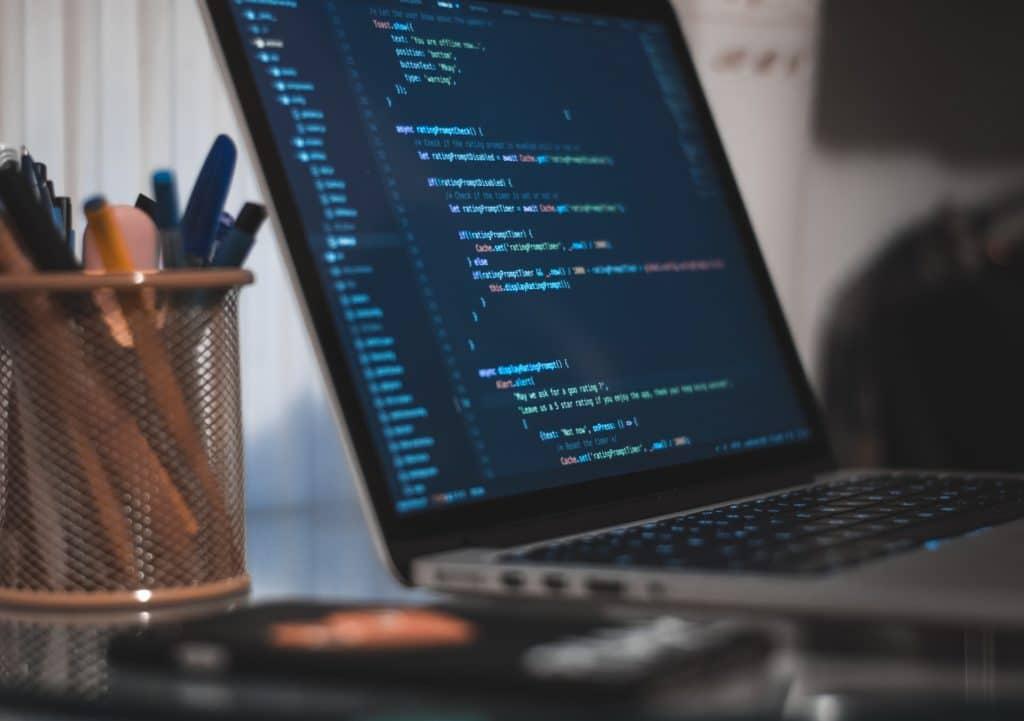 Ecran d'ordinateur avec lignes de code